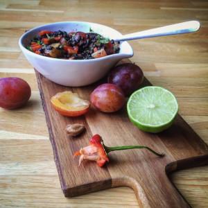 recept-sallad-med-plommon koriander-lime